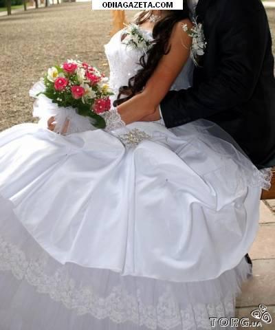 купить Свадебное платье, на юбке справа кривой рог объявление 1